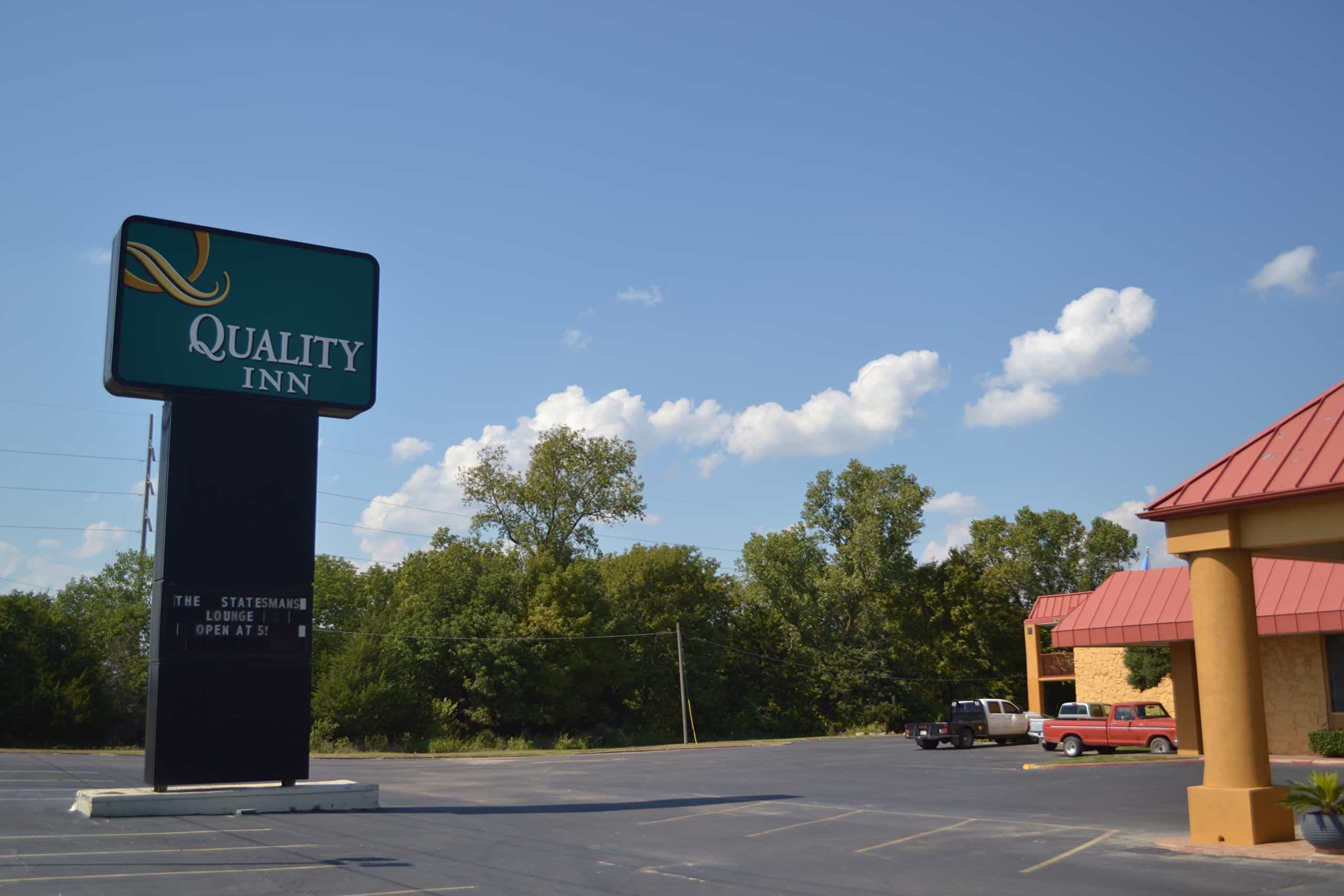Sign for Quality Inn in Ada, Oklahoma