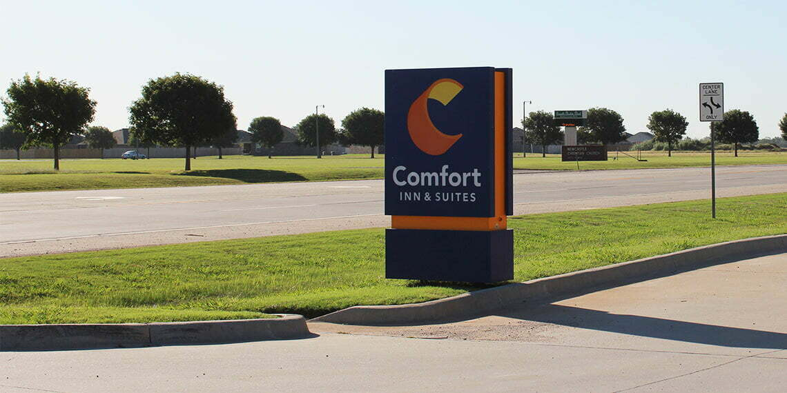 sign for comfort in and suites in newcastle oklahoma